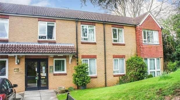 1 Bedroom Flat for sale in School Road, Wrington, Bristol, Somerset