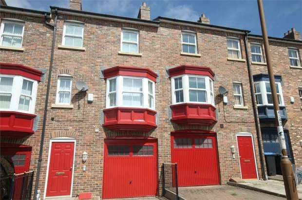 3 Bedrooms Town House for sale in Dalton Crescent, Durham