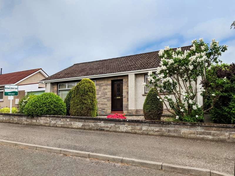 3 Bedrooms Bungalow for sale in Cookston Crescent, Brechin, Angus, DD9 6BP