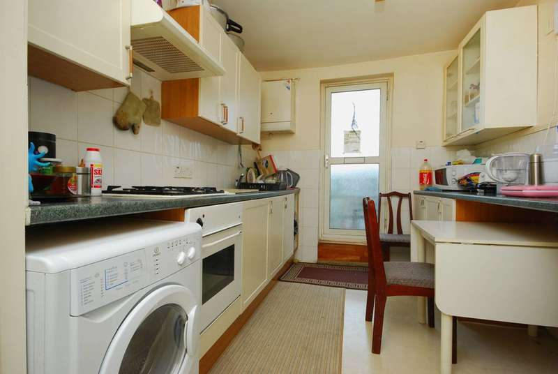 3 Bedrooms Maisonette Flat for sale in Craven Park Road, Harlesden, NW10