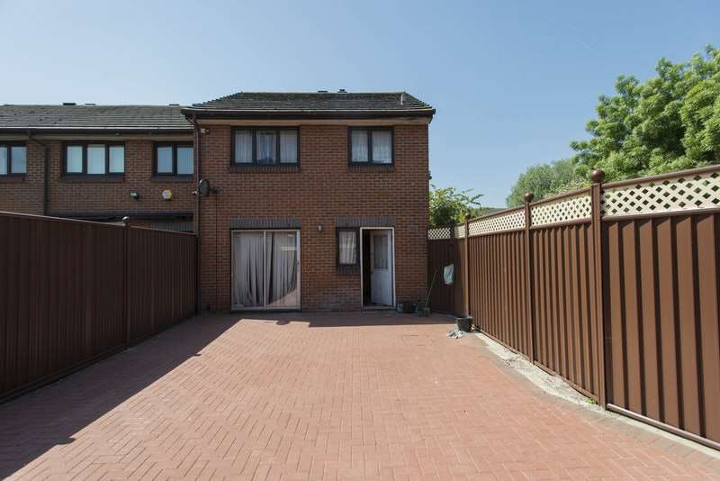 3 Bedrooms End Of Terrace House for sale in Carronade Place, London, London, SE28