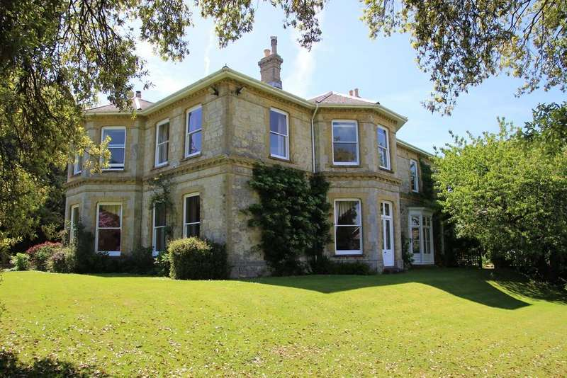 8 Bedrooms Detached House for sale in Luccombe Road, Shanklin