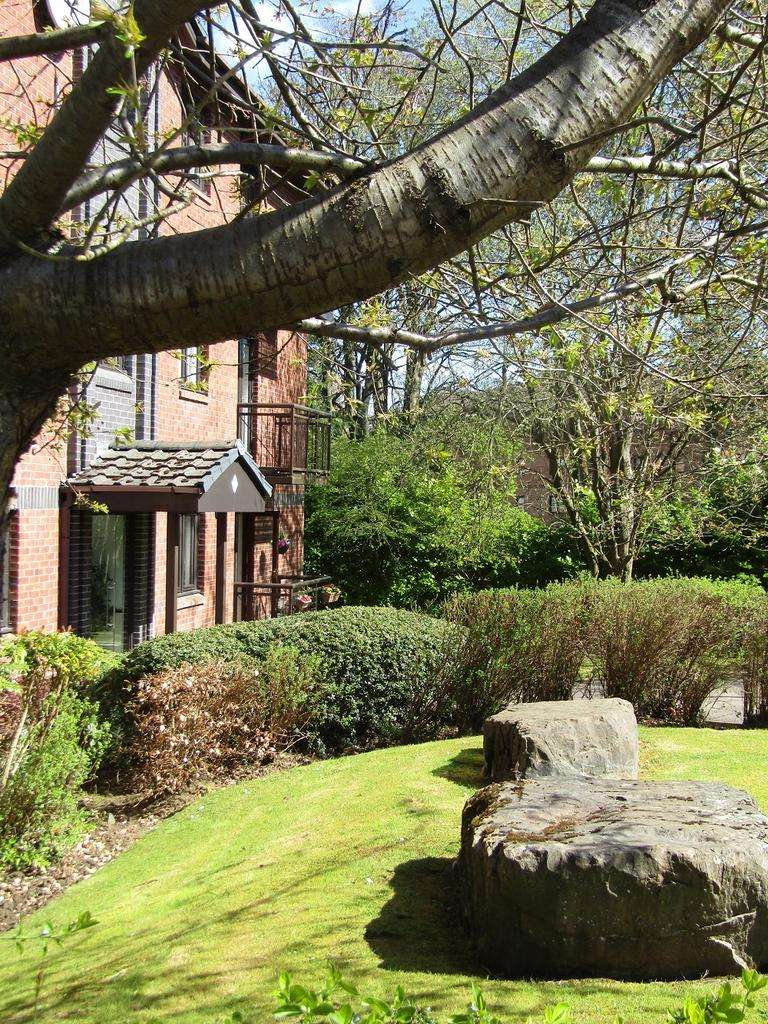2 Bedrooms Flat for sale in Netherlee Place Holmwood Grove Cathcart