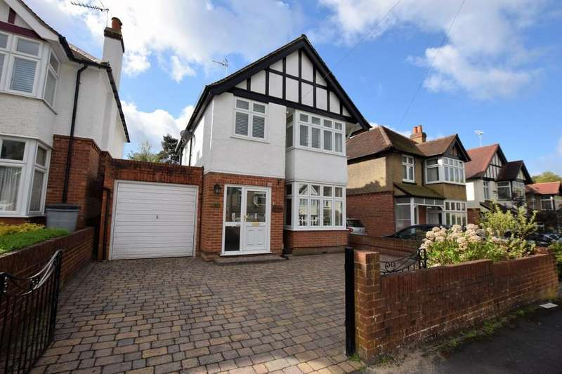 3 Bedrooms Detached House for sale in Chingford Avenue, Farnborough, GU14
