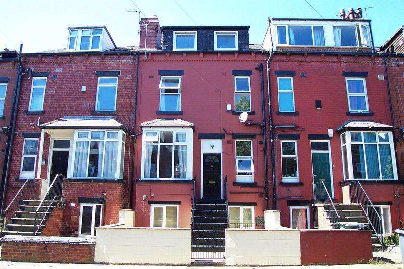 4 Bedrooms Terraced House for sale in Beechwood Mount, Leeds