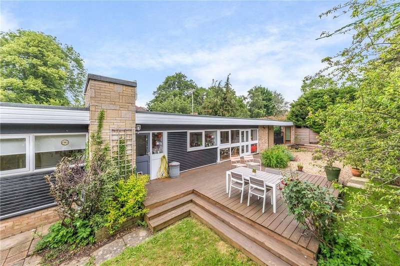 2 Bedrooms Detached Bungalow for sale in Meadowcroft, St. Albans, Hertfordshire