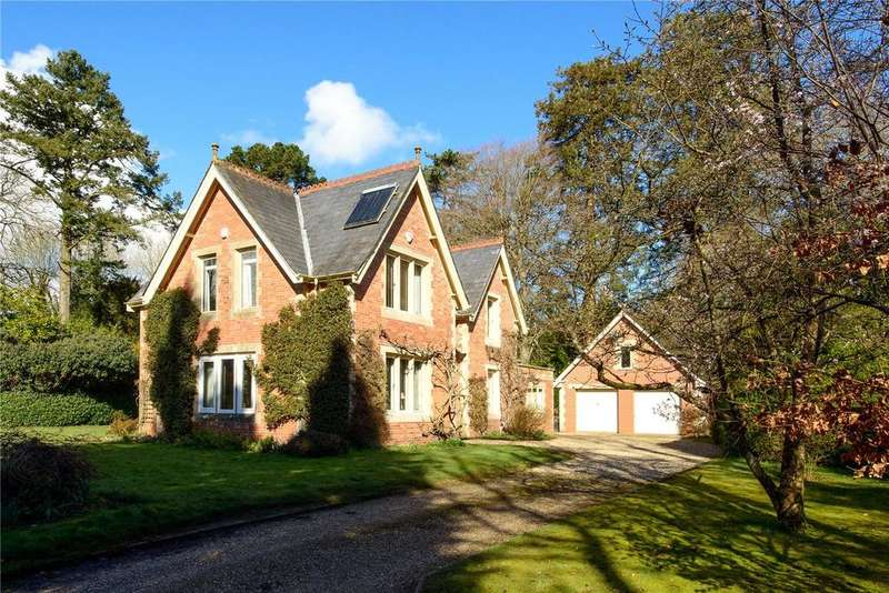 3 Bedrooms Detached House for sale in Oaklands, Chard, Somerset, TA20