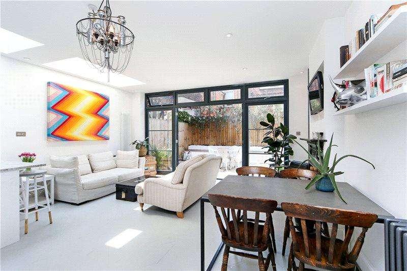 2 Bedrooms Maisonette Flat for sale in Adelaide Grove, London, W12
