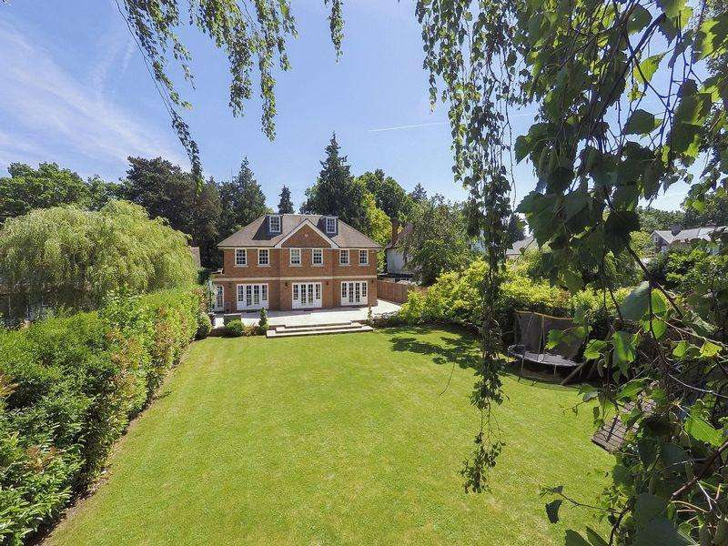 5 Bedrooms Detached House for sale in Chipstead