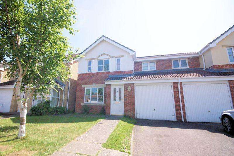 3 Bedrooms Semi Detached House for sale in Montagu Close, Priddys Hard, PO12