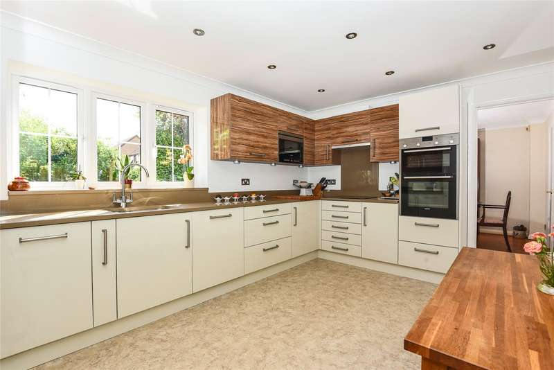 5 Bedrooms Detached House for sale in Goughs Lane, Warfield, Berkshire, RG12
