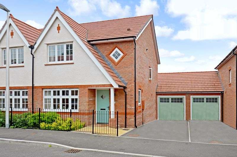 3 Bedrooms Property for sale in Larkspur Drive, Newton Abbot
