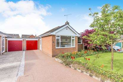 2 Bedrooms Bungalow for sale in Lochleven Road, Crewe, Cheshire