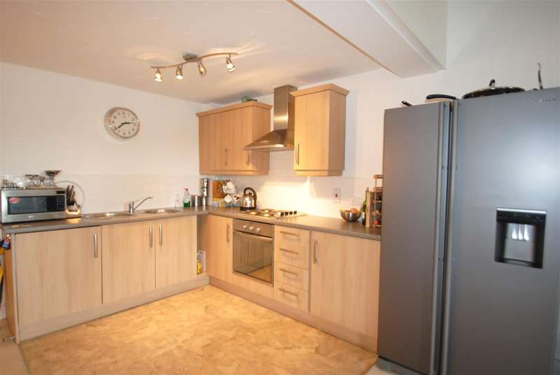 2 Bedrooms Apartment Flat for sale in Beaumont Court, Elphins Drive, WARRINGTON, WA4