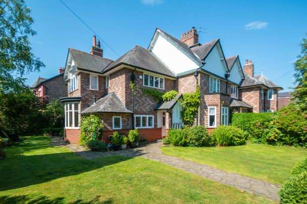 4 Bedrooms Semi Detached House for sale in Leicester Road, Hale