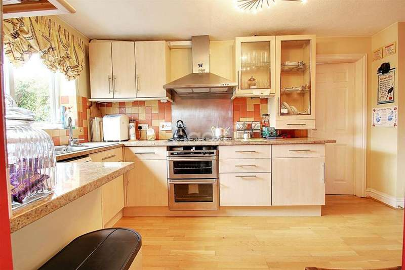 4 Bedrooms Detached House for sale in Shearwater, Allington, ME16