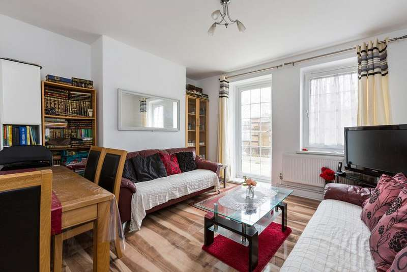 3 Bedrooms Apartment Flat for sale in Shelly House, Cornwall Avenue, London E2
