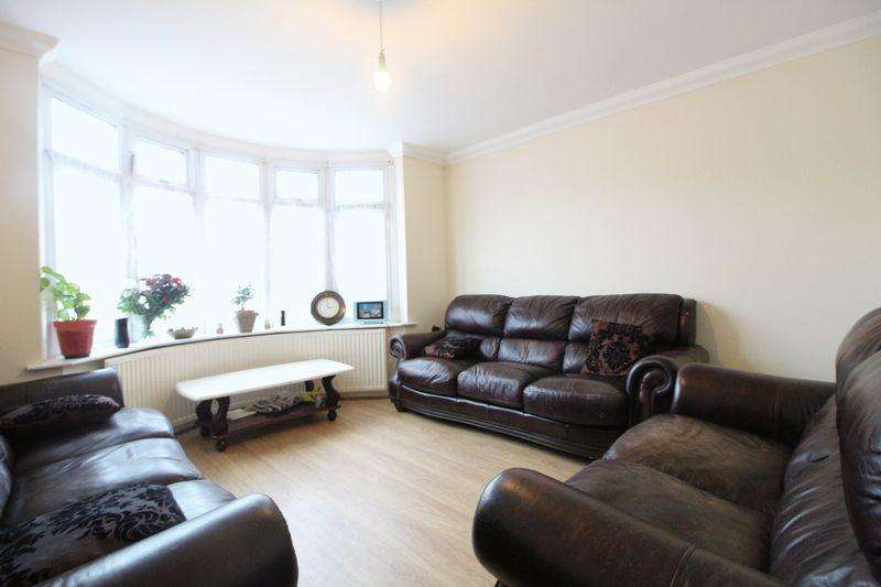 5 Bedrooms Terraced House for sale in Large FIVE BEDROOM Family Home on Woodland Avenue, Luton
