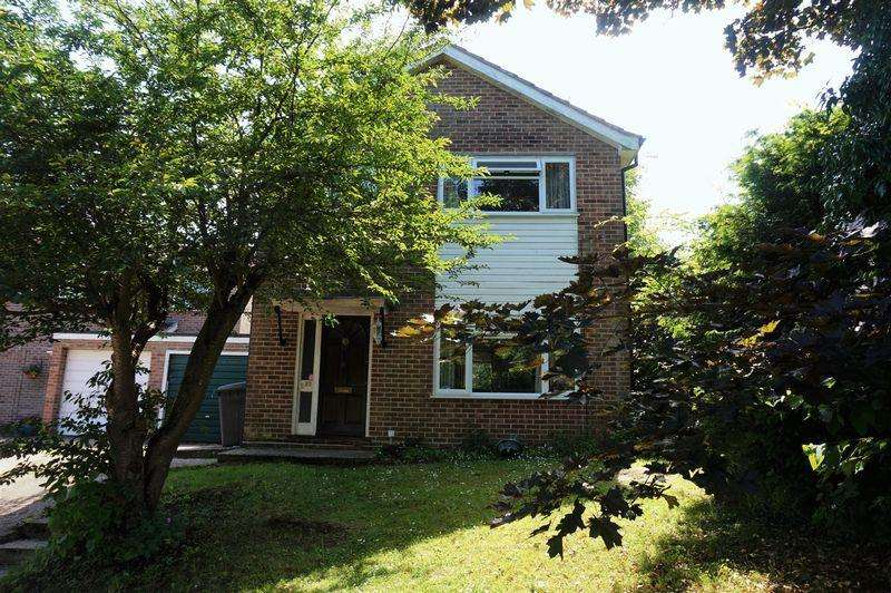 3 Bedrooms Detached House for sale in Glendale Avenue, Newbury