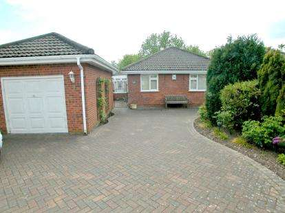 3 Bedrooms Bungalow for sale in Beechways Drive, Neston, Cheshire, CH64