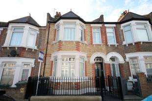 3 Bedrooms Terraced House for sale in Highclere Street, Sydenham, London
