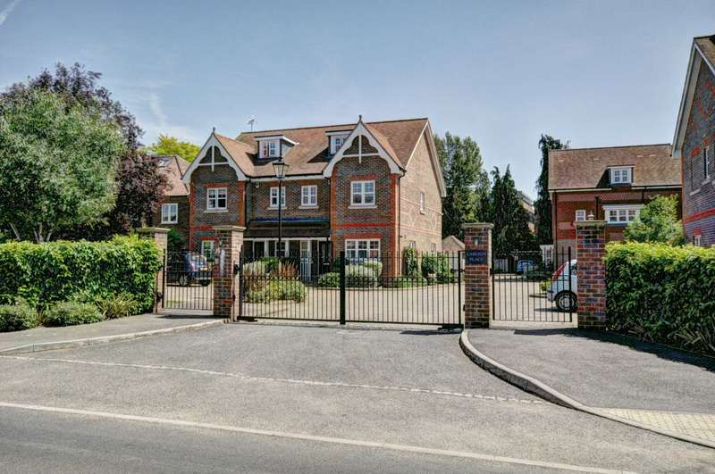 4 Bedrooms Semi Detached House for sale in Carlton Place, Marlow
