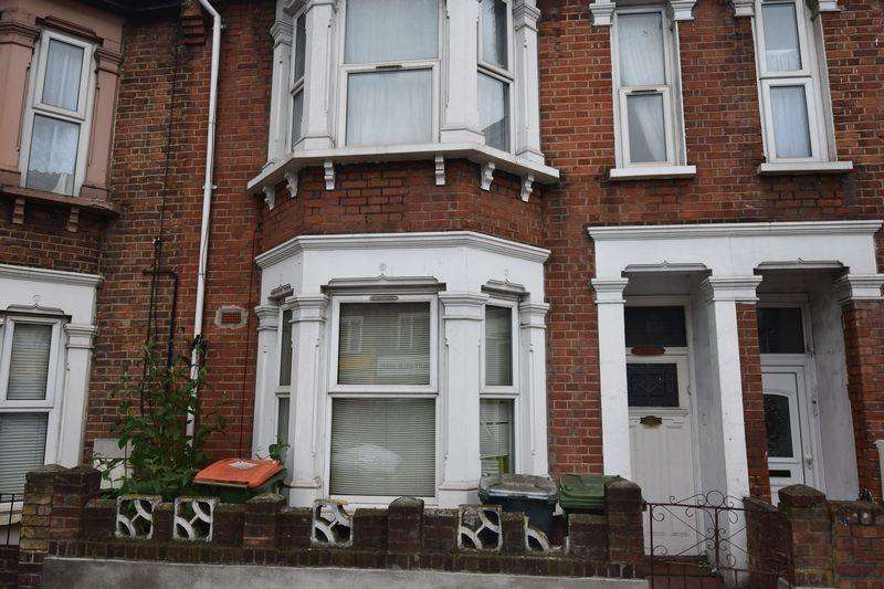 4 Bedrooms Terraced House for sale in Romford Road, Manor Park