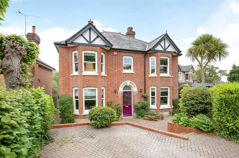4 Bedrooms Detached House for sale in The Crescent, Romsey, Hampshire, SO51