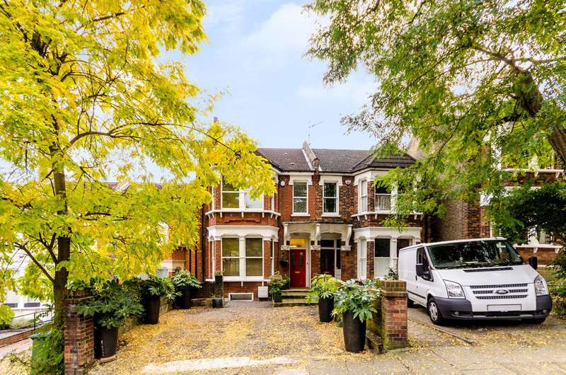 4 Bedrooms Semi Detached House for sale in Glenluce Road, Blackheath, SE3