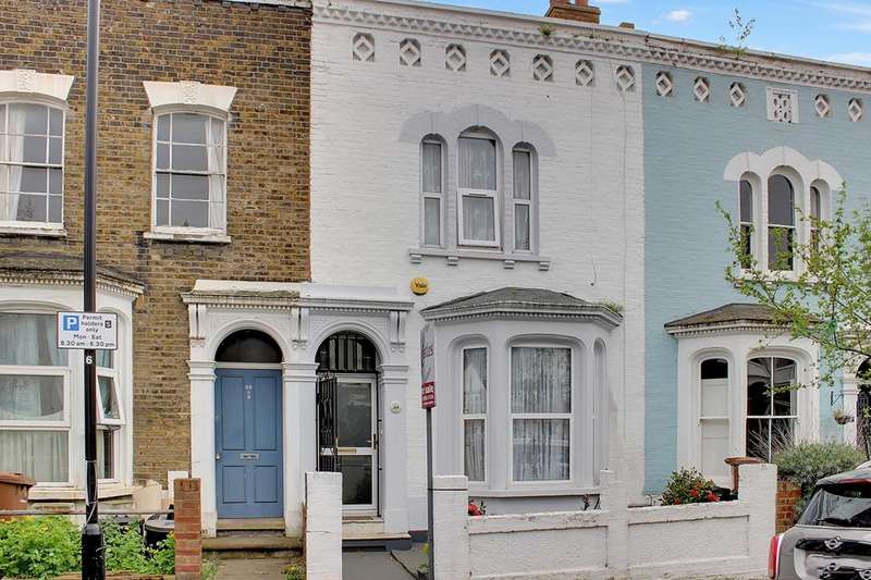 3 Bedrooms Property for sale in Walsingham Road, Hackney, E5