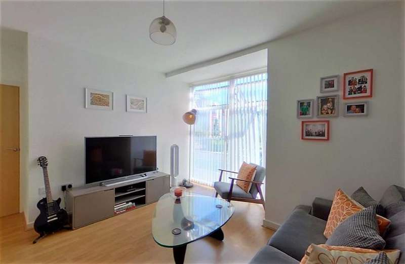 2 Bedrooms Flat for sale in Beech House, Lauriston Close, Manchester