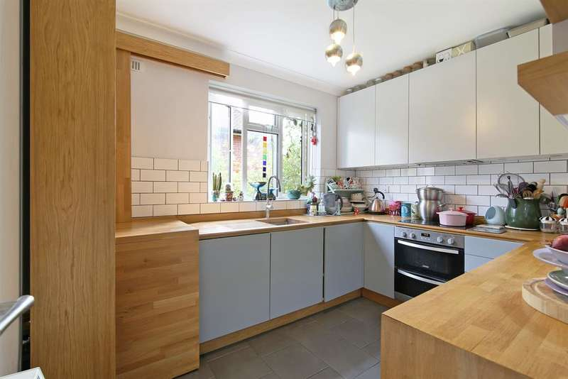 2 Bedrooms Maisonette Flat for sale in Dylways , Camberwell, SE5 8HR