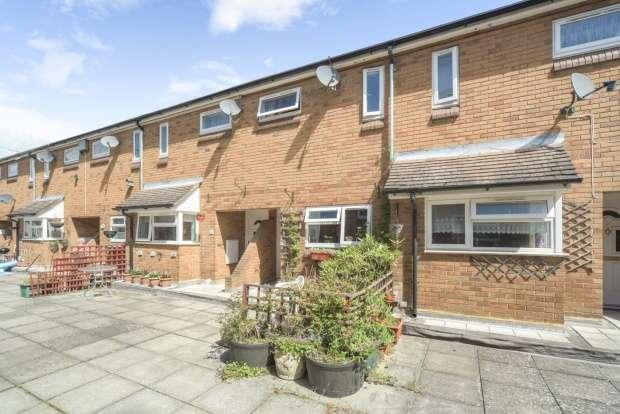 2 Bedrooms Flat for sale in Ferriby Court, Bracknell, Berkshire, RG12 1DU