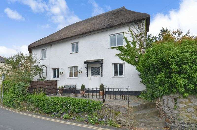 3 Bedrooms Property for sale in Church Street Kingsteignton, Newton Abbot