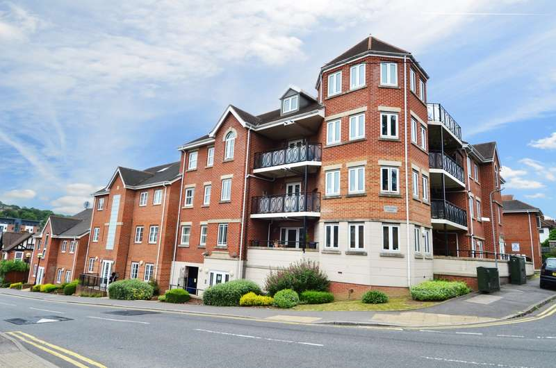 2 Bedrooms Flat for sale in Tom Evans Court, Hamilton Road, High Wycombe, HP13