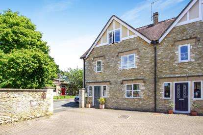 3 Bedrooms End Of Terrace House for sale in Library Lodge, New Church Street, Tetbury