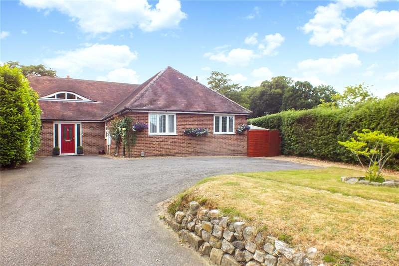 4 Bedrooms Detached House for sale in Avenue Road, Farnborough, Hampshire, GU14
