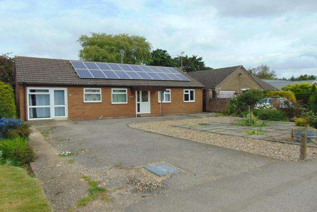 3 Bedrooms Detached Bungalow for sale in Knights End Road, March, PE15
