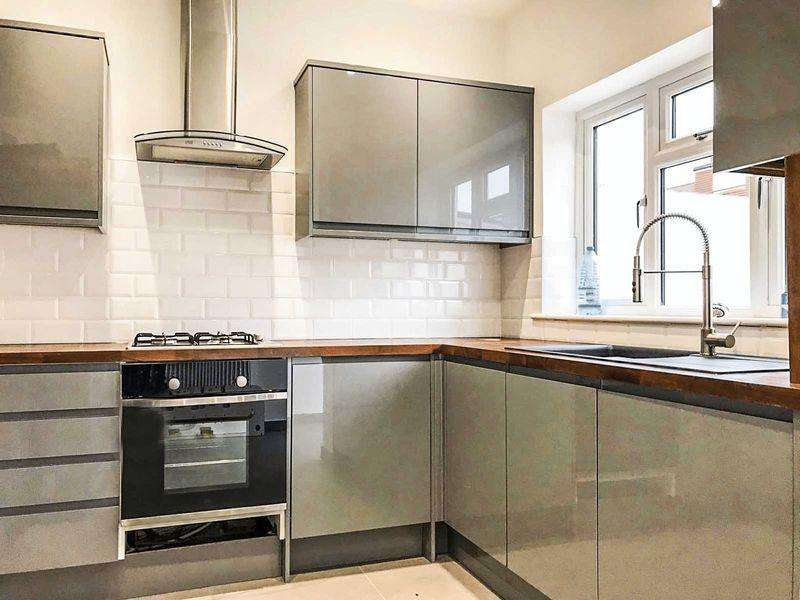4 Bedrooms Terraced House for sale in Raynham Avenue, Edmonton N18