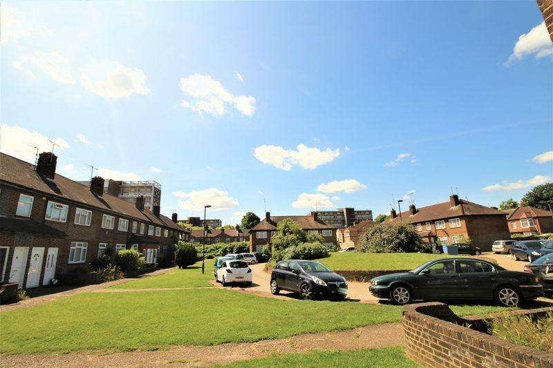 2 Bedrooms Apartment Flat for sale in Regal Court, Edmonton N18