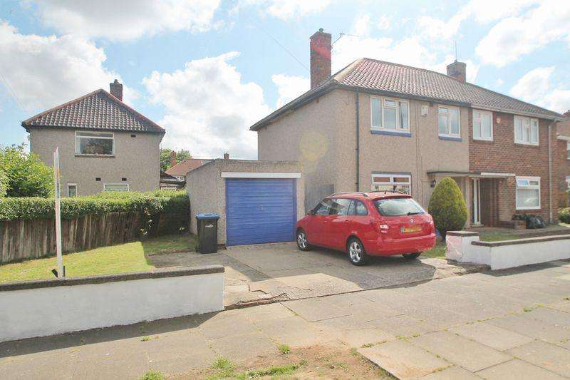 3 Bedrooms Semi Detached House for sale in Pevensey Close, Beechwood