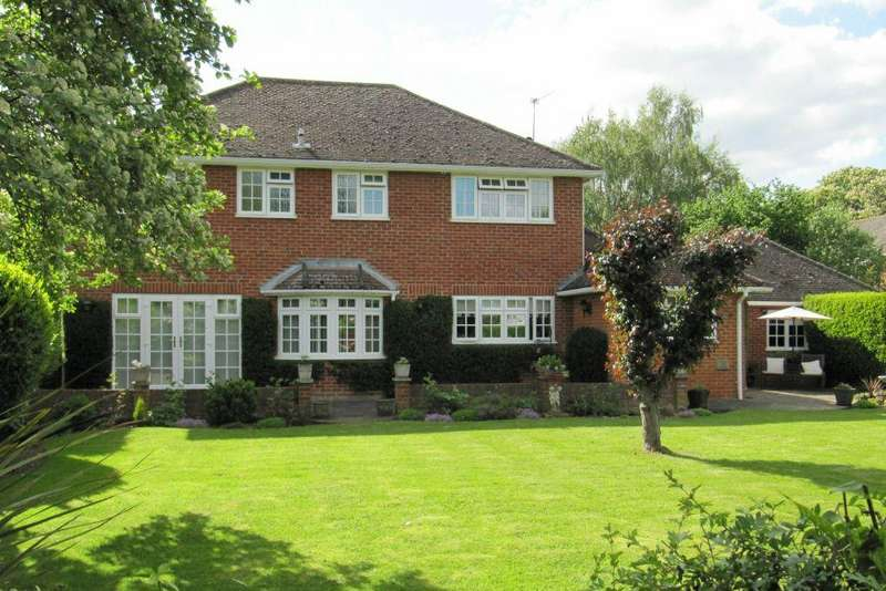4 Bedrooms Detached House for sale in Middle Lodge, Village Road, Dorney, Berkshire, SL4 6QJ