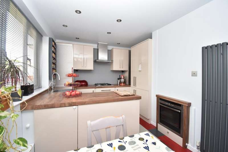 3 Bedrooms Terraced House for sale in Bracondale Road London SE2