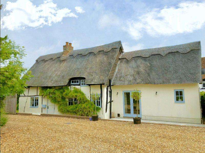 3 Bedrooms Detached House for sale in High Street, Eaton Bray