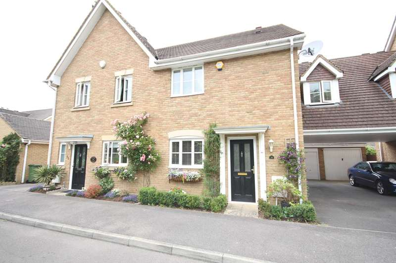 3 Bedrooms Semi Detached House for sale in Goddard Way, Warfield