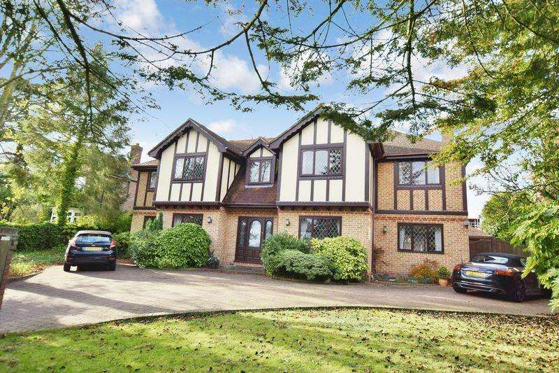 5 Bedrooms Detached House for sale in High Road, Rayleigh