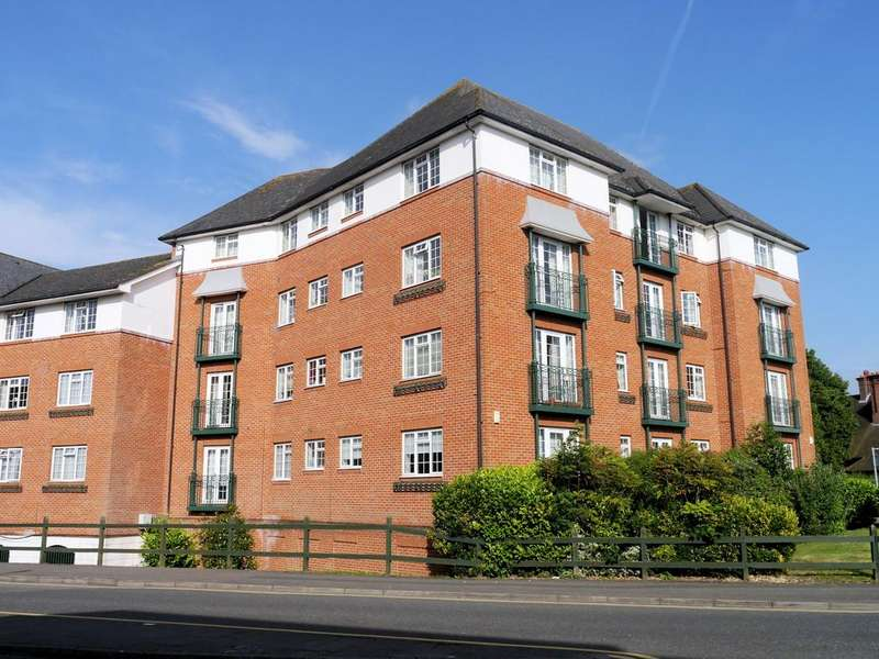 3 Bedrooms Apartment Flat for sale in Knights Place, St Leonards Road, Windsor SL4