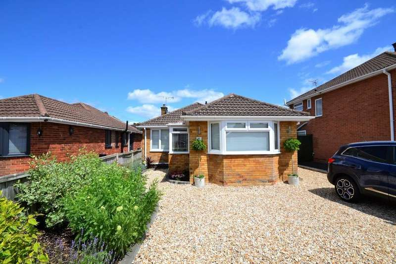 3 Bedrooms Detached Bungalow for sale in Rippledale Close, Cheltenham