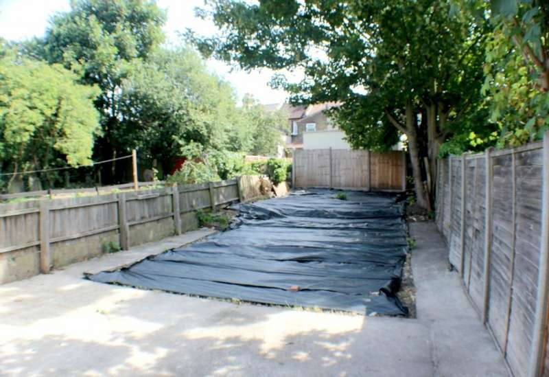 3 Bedrooms Semi Detached House for sale in Brookdene Road, Plumstead