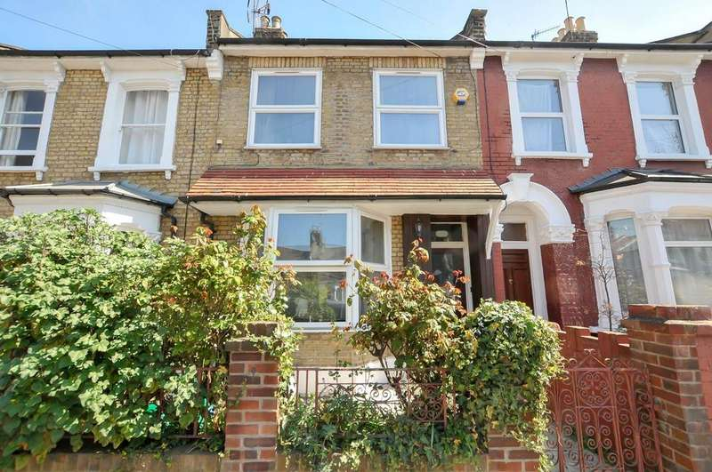 3 Bedrooms Terraced House for sale in Coopersale Road, London